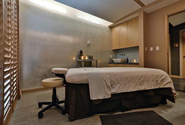 LMIA_SB6593182_Inside_Treatment_Room_1600x1080_150dpi