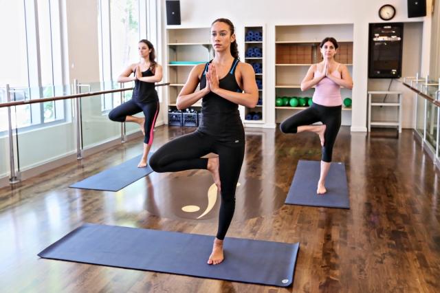 LMIA_SB6593214_Yoga_Class_1600x1066_150dpi