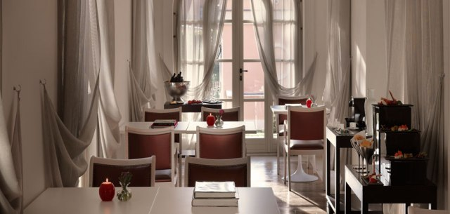 11-gran-melia-roma-red-level-lounge