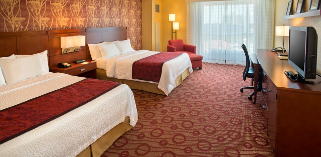 Courtyard-Marriott-Niagara-Falls-Queen-Bed-Guestroom