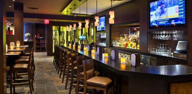 Keg-Steakhouse-and-Bar-Courtyard-Niagara-Falls